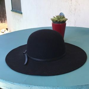 Black brim hat